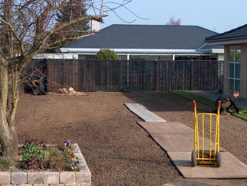 Før anlæg af græsplaner m rullegræs, klargøres arealet